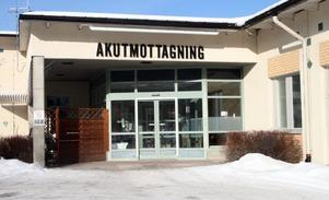 Nästa vecka stänger akutmottagningen, kirurg och ortopedi, i Sollefeå. Frågan är om den öppnar igen.