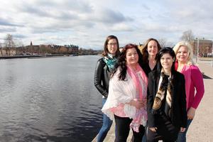 Linda Dahlqvist fotograf, Irja Berg medium och spirituell healer, Stella Hildebrandt som tillverkar miljömedvetna syprodukter, Millan Ferry coach i varumärkesbyggnad och Ewa Röjerstål coach i personlig utveckling driver sina egna företag i Gävle.