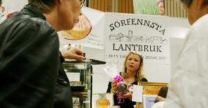 Ann-Marie Blom, chokladtillverkare från Kolbäck, fick många besök på mässan.