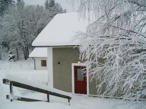 I den idylliska byn Kloten hittade jag detta vackra hus som numera inrymmer en bastu. Bilden tagen 10-01-28.