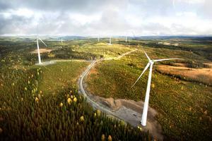Fördelarna med vindkraft är många, skriver Jakob Norström, vd för SSVAB. På bilden ses vindkraftsparken i Stamåsen.