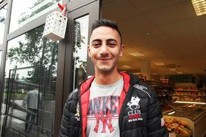 Hewa Hajo har startat butiken Orientaliska livsmedel. Han driver också Pizzeria Picasso tillsammans med sin bror.