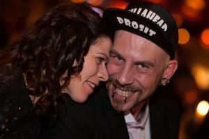 Nicklas Björklund från produktionsbolaget Killahead hade skapat kvällens över 15 galafilmer. Här med fru Renate Gjedik.