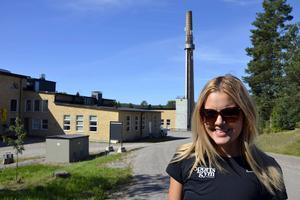 Den låga byggnaden till vänster, som var det gamla tvätteriet på Sidsjöns sjukhus, ska byggas om till gym, berättar Malin Karlstrand, Sportsgym i Sundsvall.