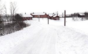 Jaktanläggningen Henvålen ligger i ett naturreservat som bland annat omfattar fjällområdena Henvålen, Lövkläppen och Graftruet.