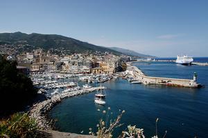 Utsikt över hamnen i Bastia.