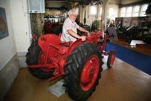 olvo T425 Krabat var den sista traktorn som utvecklades i Volvos regi. Motorn var identisk med den som bland annat användes i Volvo Amazon. Enligt Ralph Angestam såldes Krabat även under namnet Bolinder-Munktell T15 med enda skillnaden att den var grön till färgen.
