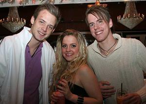 Blue Moon Bar. Eric, Johanna och Erik