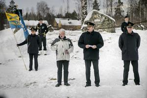 F15 kamratförenings Jörgen Rydstedt la tillsammans med flygvapenchefen Mats Helgesson ner kransen vid minnesmonumentet på Flygstaden.