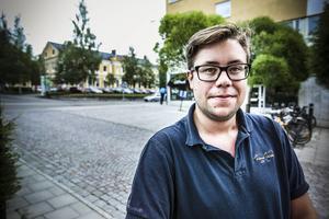 – Jag tycker det är trist att några ekonomer hos Systembolaget i Sverige ska få slå undan fötterna på småföretagare i glesbygden, säger Joel Nordkvist.