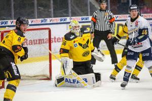 Marcus Dahlbom gjorde en bra match för VIK och höll nollan när Gulsvart vann med 2–0.