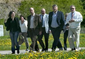 Lokala m-pampar. Statsministern han med några minuter med de lokala moderaterna i Ludvika också.
