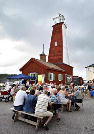 Gott om folk samlades vid Böna Fyr när lotsstationen fyllde 100 år.
