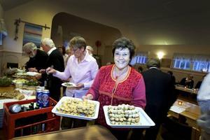 Häsensnibben finns i en salt och en söt variant. Anita Hörnstein såg till att medlemmarna i Slow food Gästrikland fick smaka båda i sorterna i går.