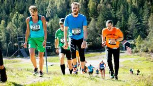 Kilsbergen trailrun och Bergslagsleden ultra når båda, efter tolv respektive 45 kilometer, foten på Storstensöjdens södra slalombacke, som ska besegras bara ett par kilometer före mål. Det är där agnarna skiljs från vetet.