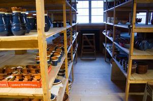 Serien Allmoge av Erik Mornils har varit Nittsjö Keramiks storsäljare i många år. Kunderna som besöker butiken på somrarna köper ofta någon av Allmoge-produkterna.