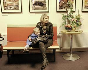 Bekvämt. Vincent och Helena Sundelin satt bekvämt i den Klaesson-designade Olle-soffan.