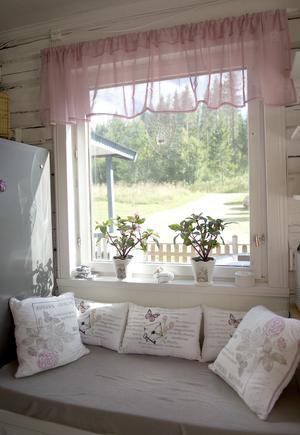 Myshörnan vid fönstret är favoritplatsen.