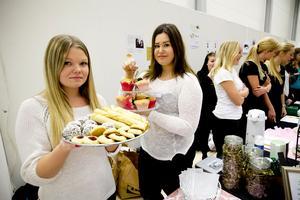 Mumsbiten är ett UF-företag som drivs av Erica Nilsson och Maya Sjölander, elever på Härnösands gymnasium. Deras produkter går att få hemkörda.