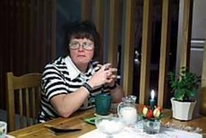 Arkivbild: LASSE HALVARSSON Vill flytta. - Det måste gå framåt - inte bakåt, säger Ann-Christine Linander, som väntat länge på en lämplig bostad.