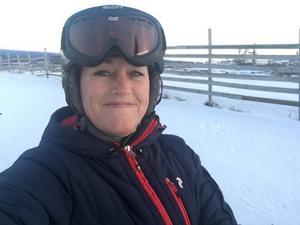 Sara precis innan åket i Lindvallen där hon bröt lårbenet.
