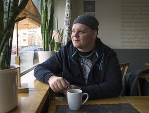 Fredrik Nilsson tyckte det var dags att engagera sig i stället för att bara sitta hemma och tycka en massa. Sedan i höstas är han ordförande i kulturnämnden i Bollnäs kommun.