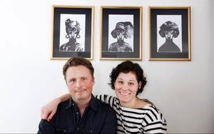 Lisa Bengtssons tavlor köpte Cino till familjen i julklapp.– Tavlorna är kul, Konrad har tre i sitt rum också, säger Cino.