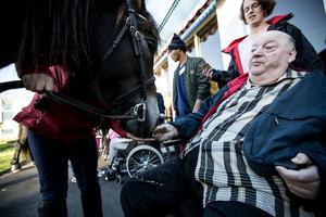 Erik Täcklund på Åkershem i Borlänge. – Vad roligt att få besök av två så fina hästar.