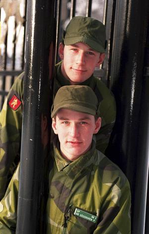 Anders Södergren och hans tvillingbror Per under tiden i lumpen i Östersund.