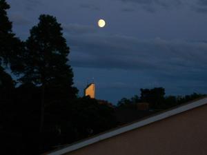 Utsikt från min balkong på Skallberget Solens sista strålar gör att