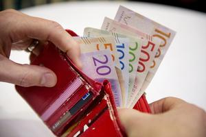 Under 2015 betalades det totalt ut 127,5 miljoner kronor ut i apanage. För Dalarnas del blev summan drygt 3,6 miljoner kronor, utslaget på länets hela befolkning.