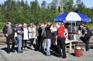 """Det finns gott om bilder i """"Sikåsbullentinen"""", bland annat från Birgitta Perssons """"Inlandsbanecafé"""".Foto: Evy-Ann Mattsson"""