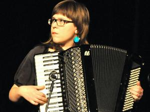 Camilla Åström jobbade för några år sedan på Bäckedals folkhögskola och skrev då låten Sveg, som handlar om stjärnklara nätter i Sveg.