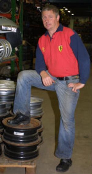Härinne stal tjuvarn maskiner och verktyg för 10 000-tals kronor. Ägaren Micke Nordin är både förbannad och känner stor olust inför det inträffade.