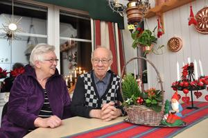 TRIVS BRA. Paret Ingegärd och Ingemar Stafberg trivs bra i sin trerummare i bostadsrättsföreningen Öbrink i Tierp. De bor granne med vårdcentralen och det tar tio minuter att gå till centrum.