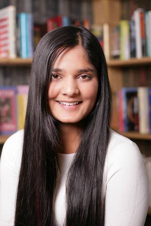 2. Prasamsa Aryal, 16 år och bor i Sveg. Går på naturvetenskapliga programmet på Härjedalens gymnasieskola. Gillar att spela fotboll, att sjunga i kör och vara med kompisar.          Visste vi inte om henne: Kan inte leva utan grönt te med jordgubbscupcakesmak.