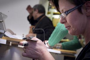 - Jag tycker att det är häftigt, säger Pernilla Delcomyn om att jobba med silver.