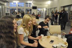 Toppen med frukost i skolan tycker eleverna.