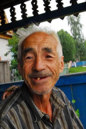 Den här trevliga farbrodern träffade jag vid bybrunnen i lilla byn Unzha i Mari El, Ryssland. Han pratade hela tiden men vi hittade inget gemensamt språk.