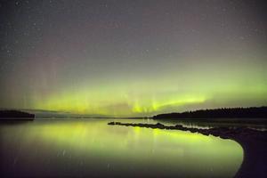 Det är svårt att beskriva. Det är något rofyllt och helt magiskt med norrskenet och en stjärnklar himmel.
