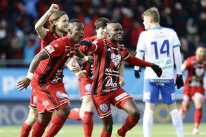 Sam Mensiro har just nickadt in ledningsmålet för Östersund i Svenska cup-finalen mot IFK Norrköping.