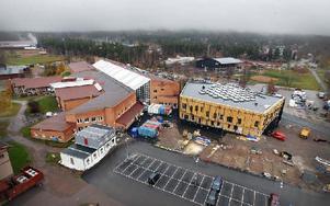 20 personer jobbar dagligen på bygget av högskolans nya bibliotek. Foto: Staffan Björklund