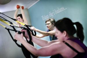 Inger Resare deltar gärna i träningspassen, hon tycker att det finns träning som passar alla.