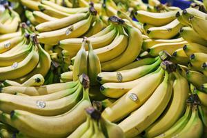 Bananer innehåller upp till nio olika gifter, fem av dessa finns i själv fruktköttet.