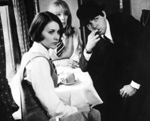 """Paul McCartney tillsammans med Prue Bury och Pattie Boyd från """"A hard days night""""."""