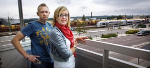 Kristina och Stefan Olsson beger sig till Göteborg för att medverka som statister i den nya svenska långfilmen Den älskade som är under inspelning. Filmen har biopremiär under 2010.