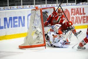 Mario Kempe hamnade själv i mål mot Linköping. Pucken har Modo däremot väldigt svårt att sätta i nät.
