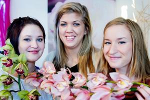 De tre floristeleverna Carolin Lindström, Caroline Djuse och Linda Eriksson kommer att tillbringa den kommande helgen med att arrangera blomsterarrangemang till Idrottsgalan i Globen. Idrottsgalan äger rum på måndag och direktsänds i SVT.