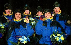 Som 16-åring vann Johan Olsson, fyra från vänster, brons på ungdoms-SM på distansen tio kilometer fritt. Här tillsammans med de andra svenska medaljörerna Nina Wilhelmsson, Eric Zachrisson, Lina Andersson, Anja Pärson och Anders Nilsson.