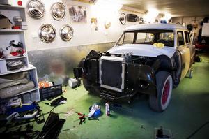 Patriks renoveringsprojekt är en Ford Range Wagon från 1954 som importerats från USA. Han har jobbat med bilen i flera år, och beräknar ha den klar till våren.